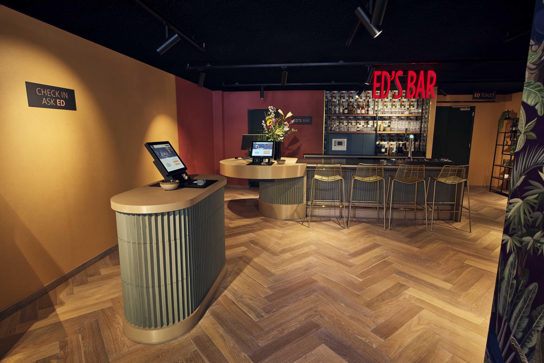 The-ed-hotel-amsterdam-lobby-checkin